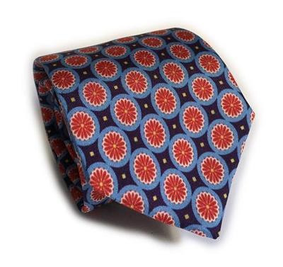 Small coliseum tie large